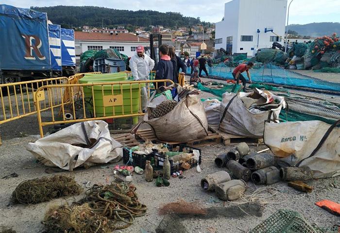 El Puerto lleva retirados 18.000 kilos de basura marina en lo que va de año