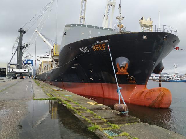 El Puerto vuelve a realizar un embarque récord de componentes eólicos