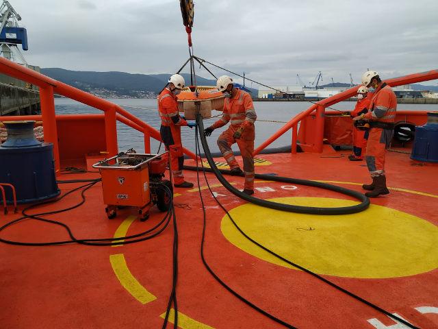 La Autoridad Portuaria y Salvamento Marítimo colaboran en prácticas contra la contaminación marina